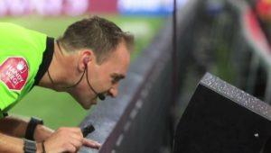 Rettet den Videobeweis!: Ex-Profis sollen Schiedsrichter schulen