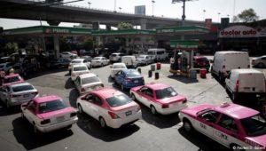 Was lange Schlangen an Mexikos Tankstellen mit dem Kampf gegen die Korruption zu tun haben