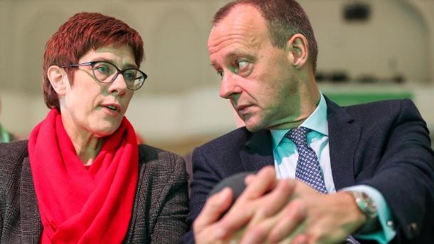 Empfang beim CDU-Mittelstand: Kramp-Karrenbauer redet, Merz muss zuhören