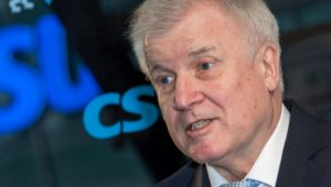 Nach Ausschreitungen in Amberg: Horst Seehofer will Gesetze verschärfen