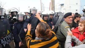 Griechenland: Migranten versuchen Polizeisperre zu durchbrechen